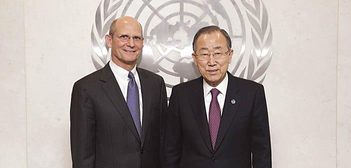 Kansainvälisen adventtikirkon johtaja Ted N. C. Wilson (vas.) ja Yhdistyneitten kansakuntien pääsihteeri Ban Ki-moon.