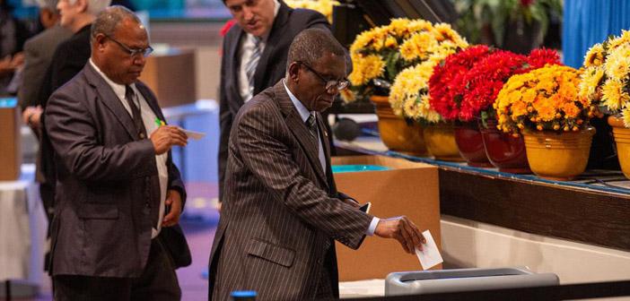 Maailmanlaajuisen adventtikirkon vuosikokouksessa keskusteltiin sääntöjen noudattamisesta